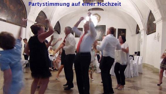 Partystimmung auf einer Hochzeit mit der Hochzeitsband Duo-Cara