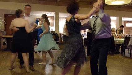 Tanzende Gäste bei der Partyband & Hochzeitsband Ikarus