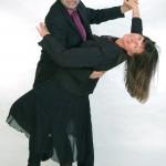 Musik-Duo Cara in Tanzhaltung