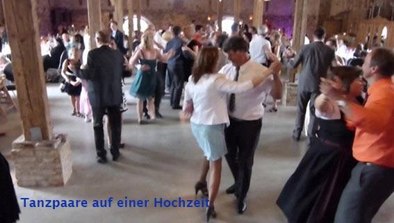 Tanzrunde auf einer Hochzeit mit der Hochzeitsband Duo-Cara