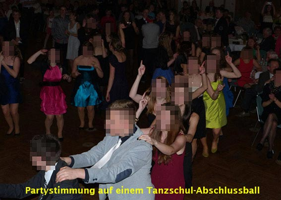 Partystimmung auf einem Tanzschul-Abschlussball mit der Partyband Duo-Cara